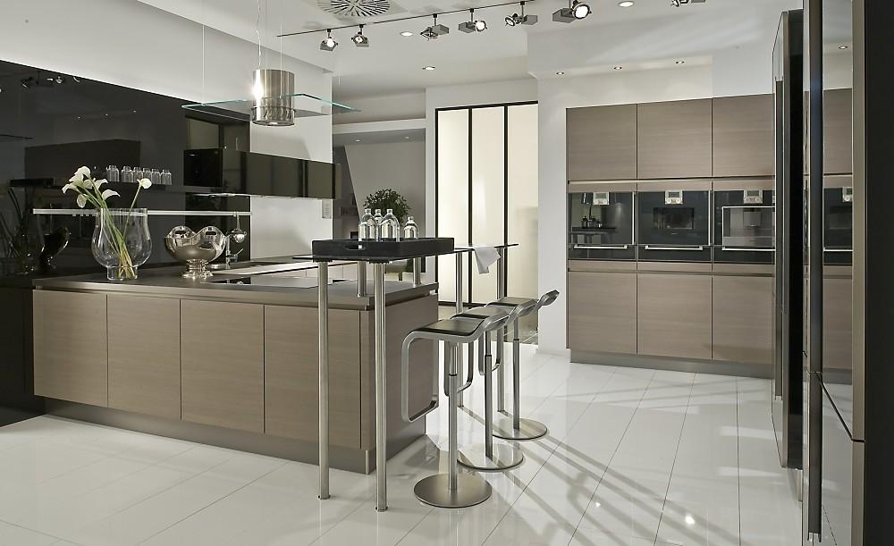 Keuken L Vorm Met Bar : houten keuken in u vorm de apparatuur is in deze moderne keuken met