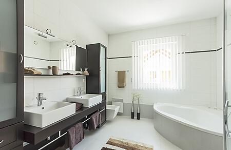 Goedkope badkamer-meubels in de uitverkoop
