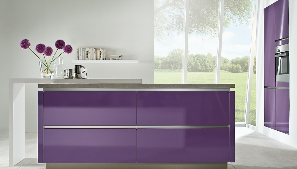 Moderne eilandkeuken paars - Kleine keukenstudio ...