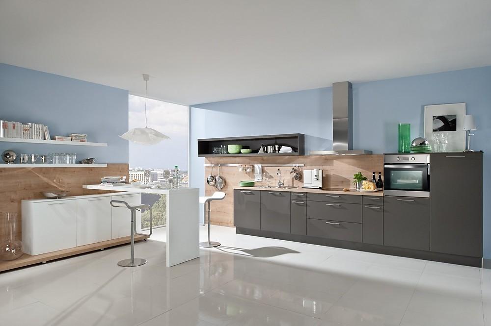 Moderne Open Keukens : Open keuken grijs met paneelwanden hout