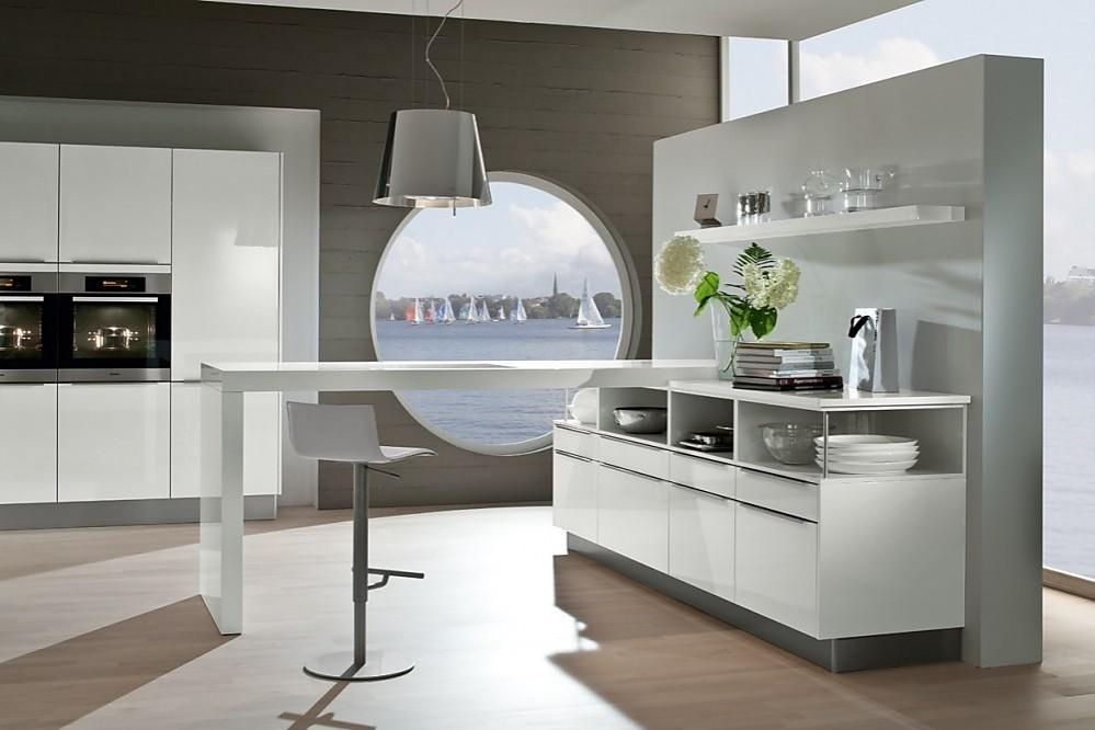 Moderne keuken met rechtlijnige fronten sneeuwwit met hoogglanseffekt - Fotos moderne keuken ...