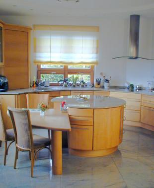 Golf inbouwkeuken van pfister met ronde vorm - In het midden eiland keuken ...