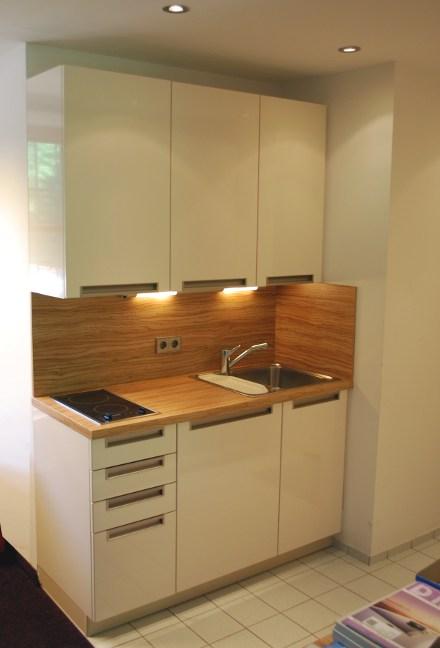 Alles over kleine keukens bij keukenatlas - Kleine eigentijdse keuken ...